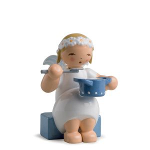 Marguerite Angel Sitting with Saucepan by Wendt & Kühn Image