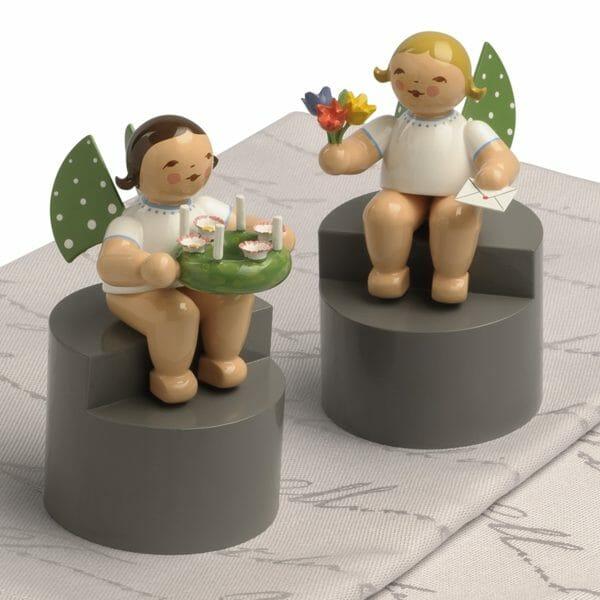 Angels on Pedestal Pair 2 with Background by Wendt & Kühn Image